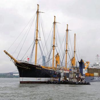 SS Peking einschwimmen in Dockschiff