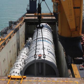 Heavylift loading at sea